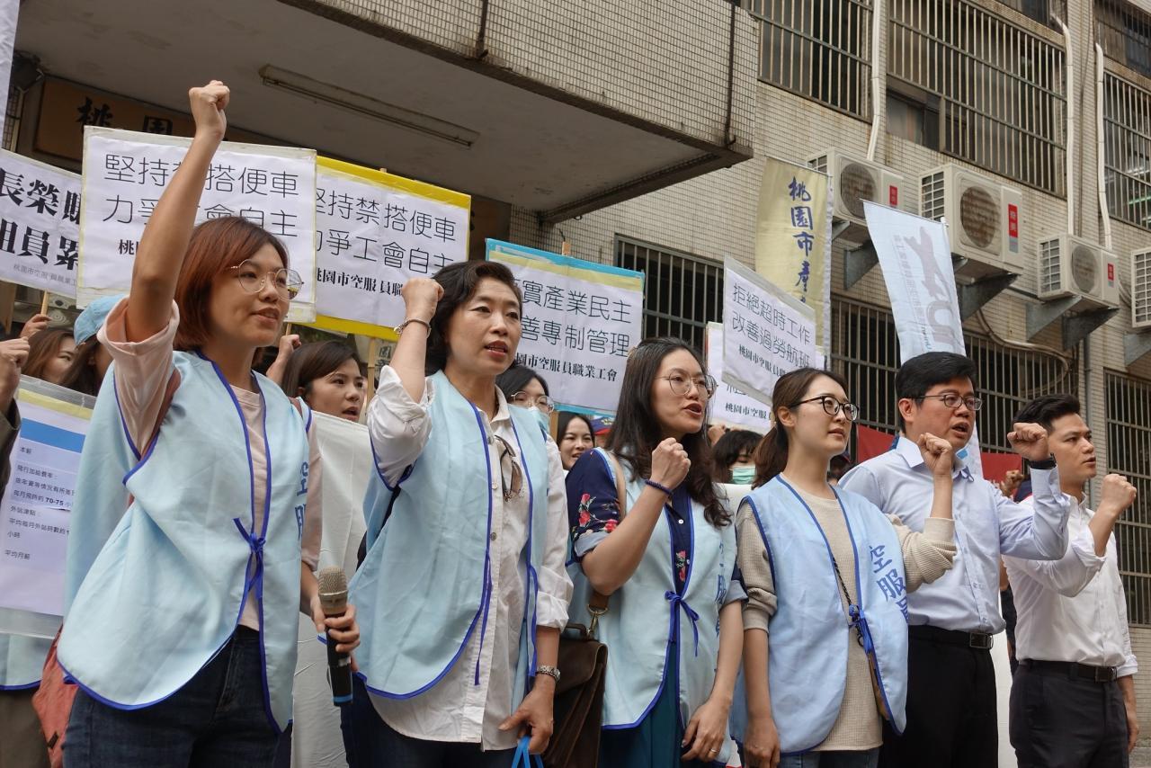 長榮空服員三度勞資調解破局,今宣布將啟動罷工投票。(圖為第二次勞資協商現場。攝影:張智琦)
